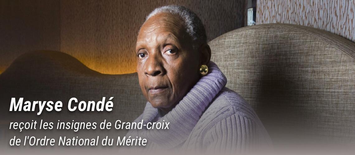 Maryse Condé reçoit les insignes de Grand-croix de l'Ordre National du Mérite